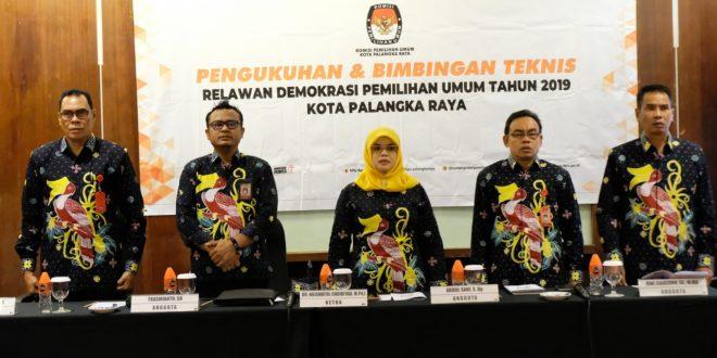 54 Relawan Demokrasi Resmi Dikukuhkan, Ketua KPU Palangka Raya Tekankan Soal Netralitas